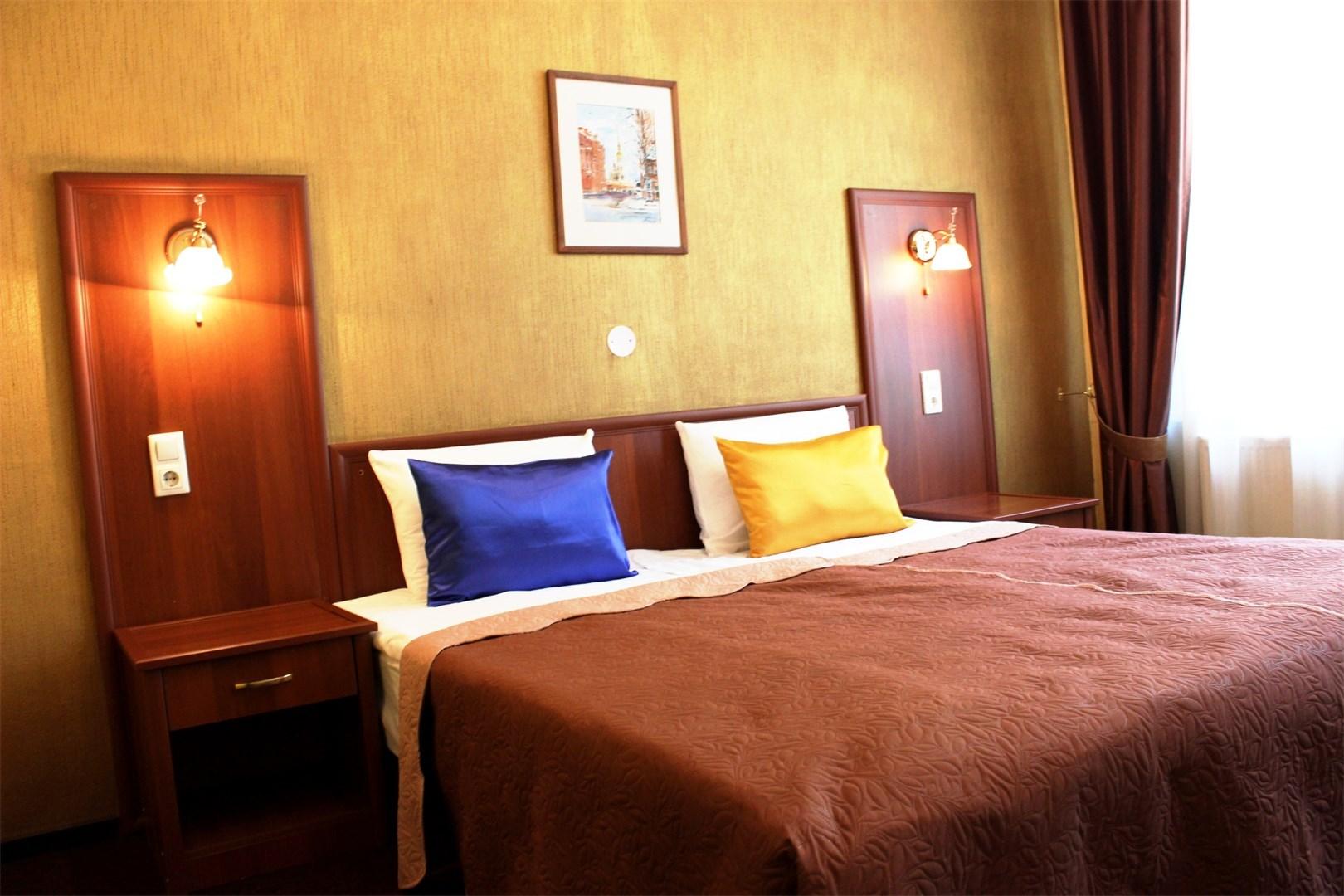 Отель  Александер Плац.