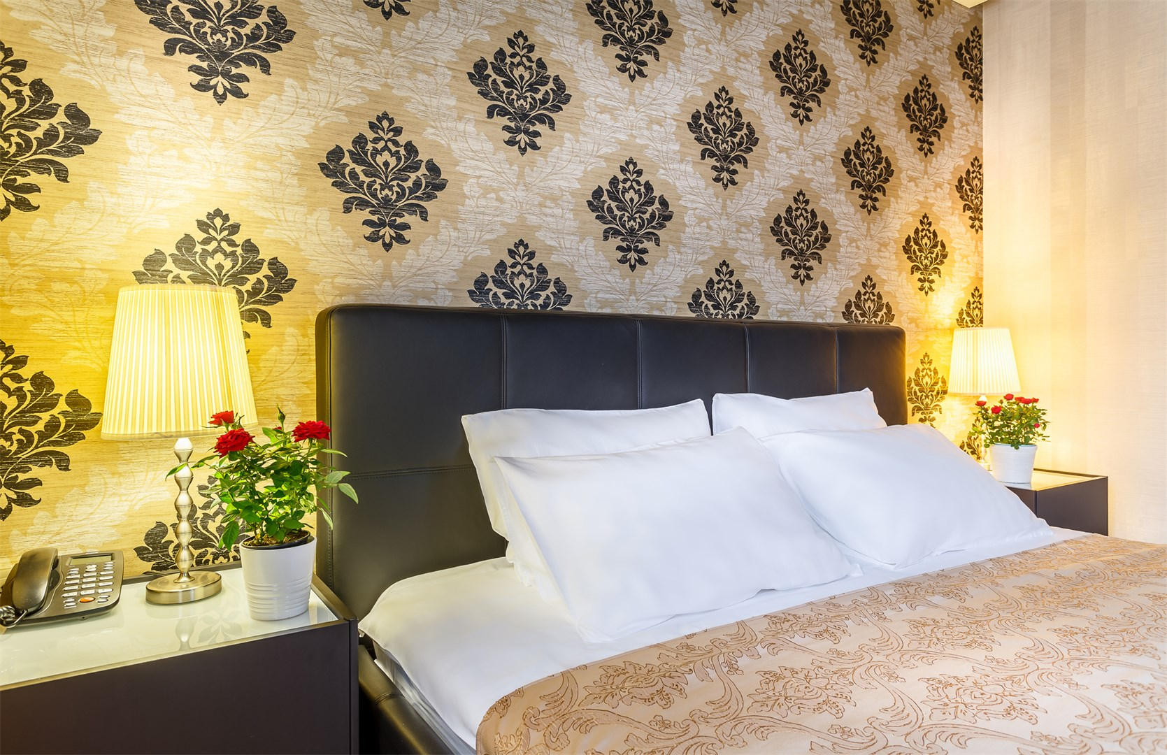 Отель Виктория Плаза.