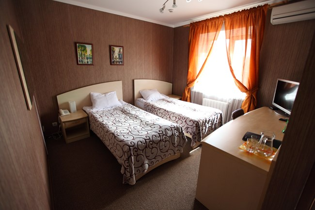 Отель Два Крыла.