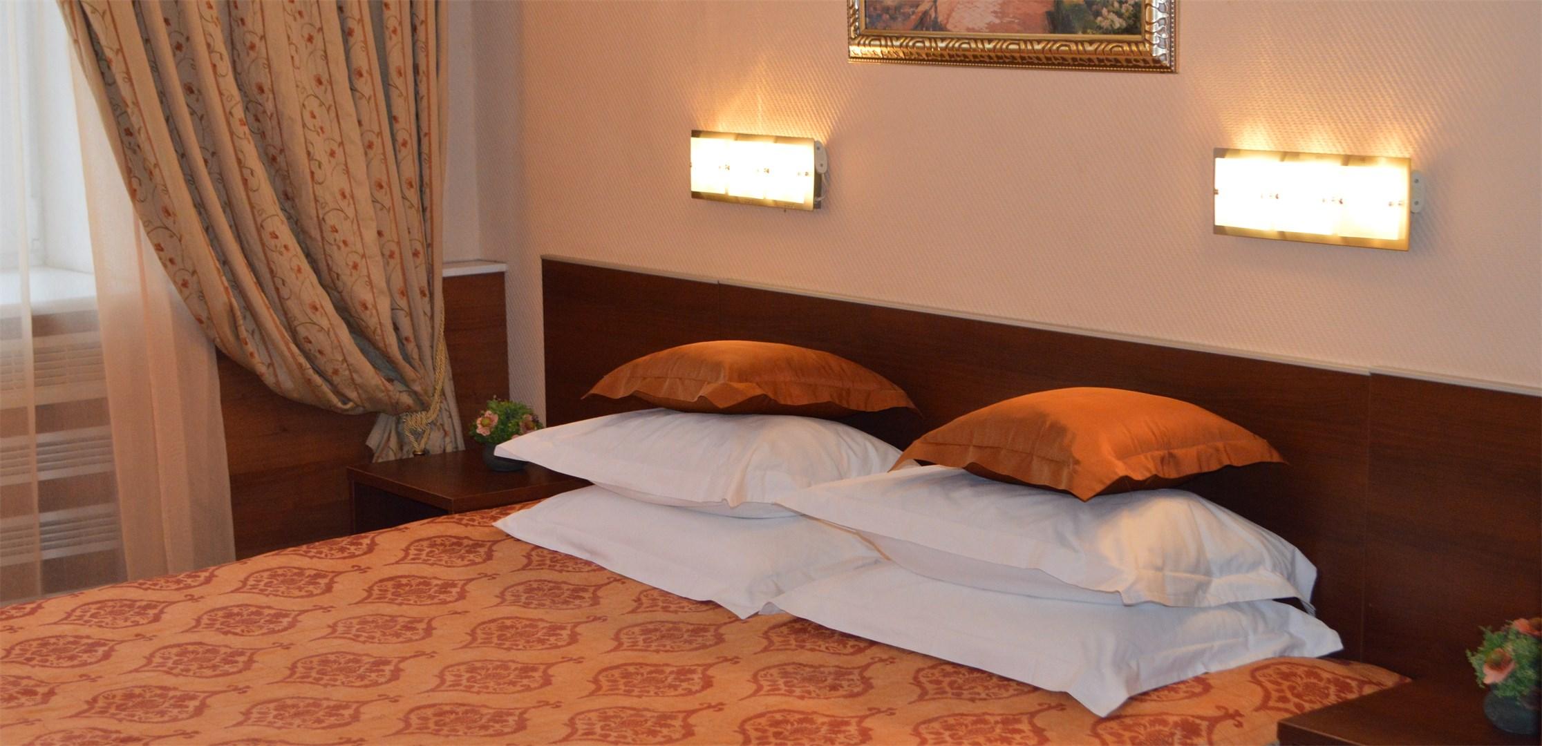 Отель Моника.